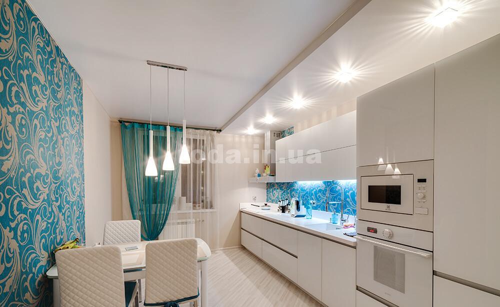 Кухня с натяжными потолками
