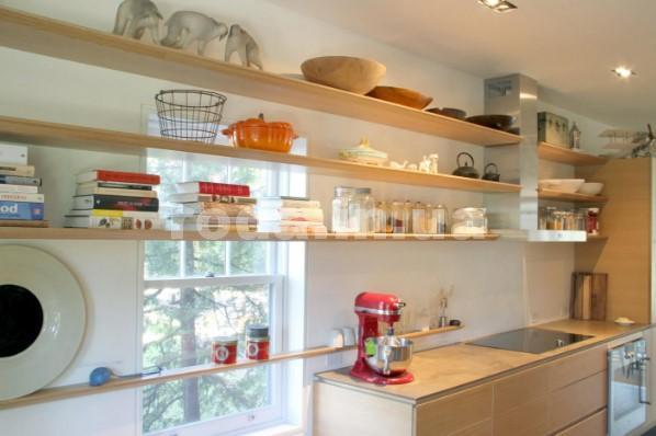 Длинные полки на кухне
