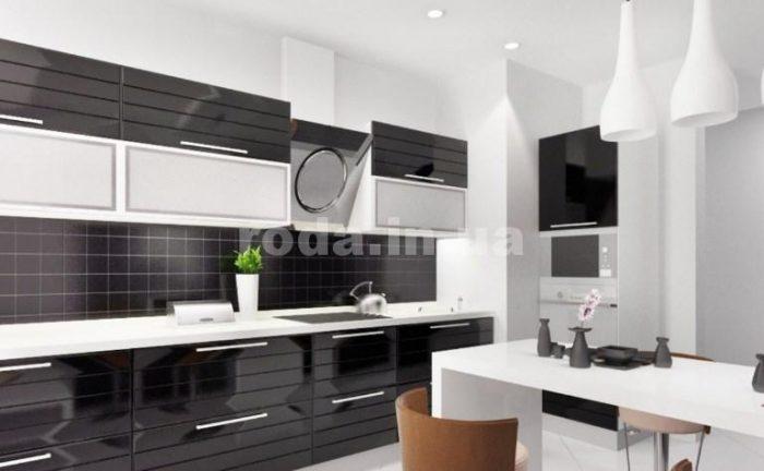 белая и черная мебель на кухне