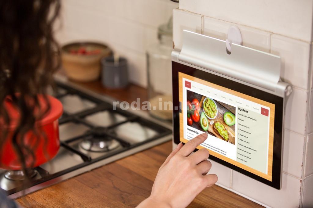 Планшет на кухне