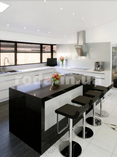 Красивая черно-белая кухня