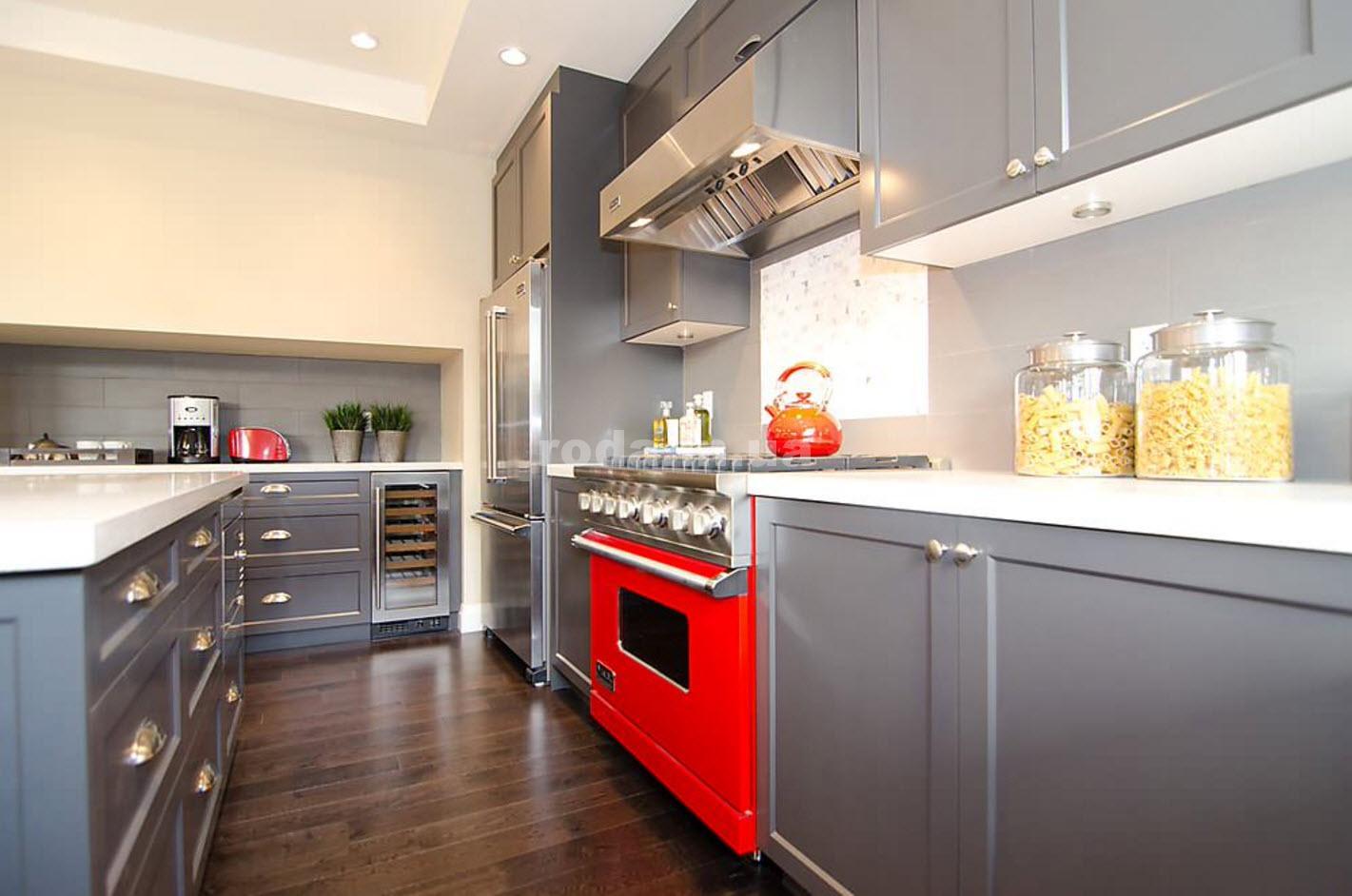Кухня в серо-белых тонах и плита
