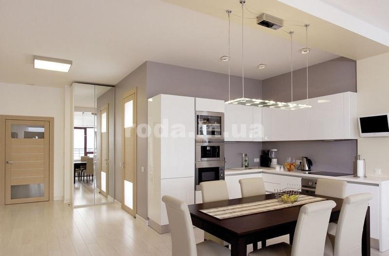 Потолок на кухне - минимализм