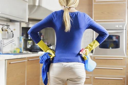 Убираем все ненужные вещи с кухни